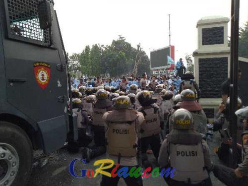 7 Polisi Terluka Saat Amankan Demo, Wakapolda Riau: Terluka Dalam Tugas Itu Resiko, Jangan Dibesar-besarkan