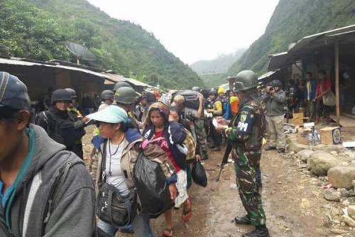 TNI Terjunkan Kopassus dan Kostrad Bebaskan 1.300 Warga Sipil yang Disandera di Papua
