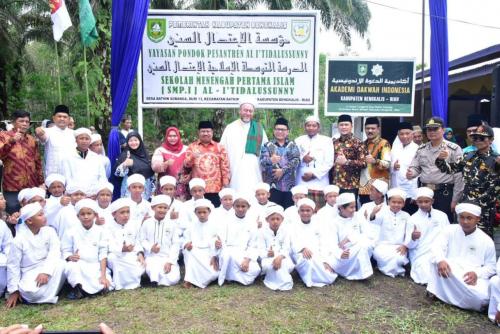 Bupati Bengkalis Resmikan Gedung SMPIT Pesantren Alitidalussunny dan Launching Akademi Dakwah, Kasmarni Amril Dapat Surprise