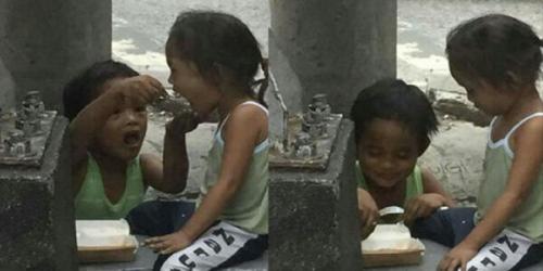 Dibelikan Makanan oleh Pengunjung Restoran, Bocah 5 Tahun Ini Lakukan Tindakan Mengharukan