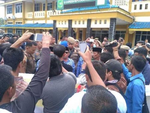 Unjukrasa di Kantor Bupati Meranti Sempat Memanas dan Saling Dorong