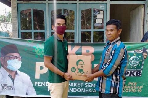 PKB Peduli Bagikan 500 Paket Sembako untuk Masyarakat Terdampak Covid-19 di Kabupaten Bengkalis