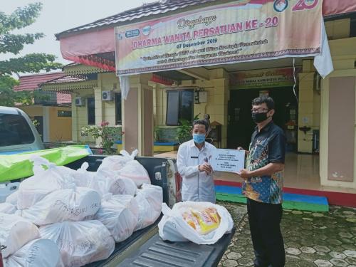 PT Mitrasari Prima Salurkan Bantuan Sembako kepada Warga Terdampak Covid-19 di Langgam