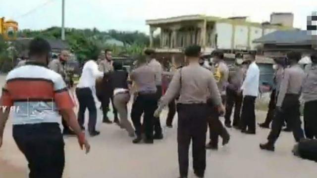 Dua Kubu Serikat Pekerja di Kampar Bentrok