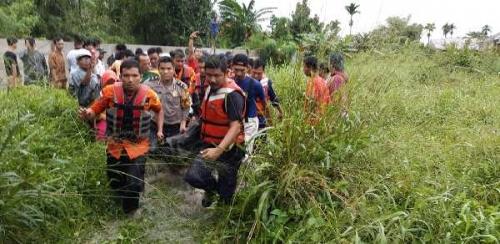 Genggaman Tangan Terakhir Pengantin Baru di Pekanbaru Dilepas Arus Banjir