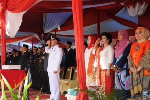 Gubernur Riau Jadi Inspektur Upacara HUT ke-71 RI dan Serahkan Kado Remisi kepada 4.563 Napi