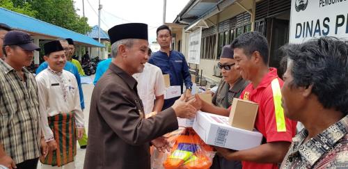 Kelompok Nelayan di Kepulauan Meranti Terima Bantuan 6 Unit Kapal