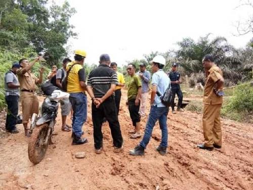 Sembako Warga Terancam Akibat Jalan Rusak Parah, DPRD Kampar Desak Pemkab Peduli