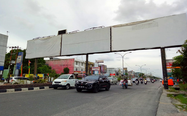 Satpol PP Pekanbaru Rencanakan Pemotongan Bando di Jalan Sudirman