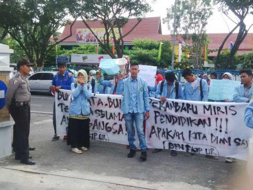 Mahasiswa Riau: Kami Menuntut Hak Adik-adik Kami