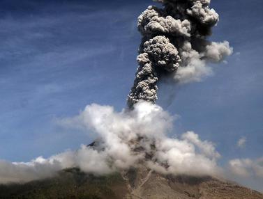 Gunung Sinabung Semburkan Abu Vulkanik Setinggi 3,5 Kilometer, Begini Penampakannya