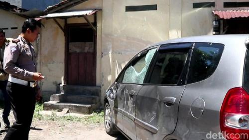 PNS Kepergok Mesum dalam Mobil, Polisi Temukan Kondom, Tisu dan Selimut