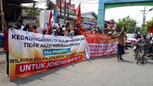 Silaturahmi ke Ponpes Jamiyah Ahtlith Tahoriqoh Surabaya, Prabowo Didemo Pendukung Jokowi