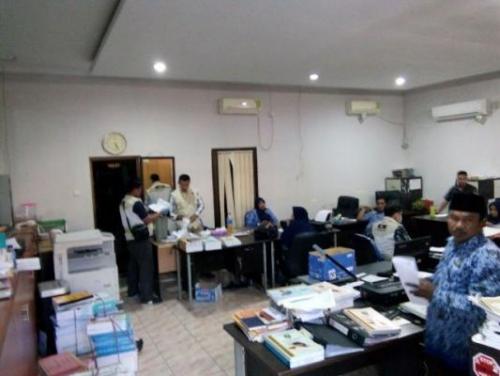 KPK Geledah Ruangan Ketua dan Wakil Ketua DPRD Bengkalis