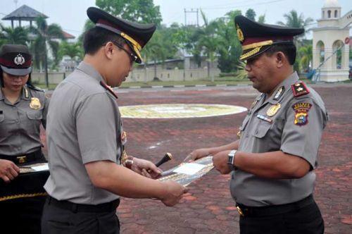 Sukses Ungkap Sejumlah Kasus Penting, Puluhan Personil Polres Terima Penghargaan