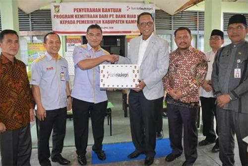 Bank Riau Kepri Salurkan Bantuan Alat Cetak KTP Elektronik Senilai Rp153 Juta Kepada Pemkab Kampar
