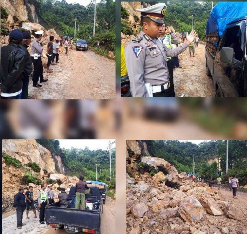 Longsoran Tebing Tutup Badan Jalan Penghubung Riau - Sumbar di Desa Merangin, Polisi Berlakukan Buka - Tutup Arus dan Pengalihan