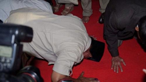 Usai Shalat Jumat di Masjid Al Azhar, Prabowo Kembali Sujud Syukur