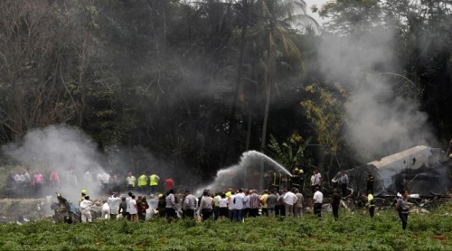 Pesawat Jatuh dan Terbakar, Lebih 100 Orang Tewas
