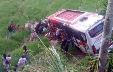 Bus Bermuatan 41 Orang Terjun ke Jurang di Sumbar, 2 Tewas dan 35 Luka-luka
