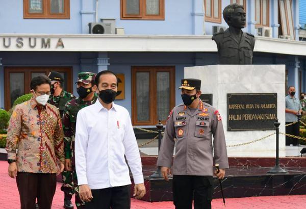 Bertolak ke Riau, Presiden Jokowi Didampingi Panglima TNI dan Kapolri