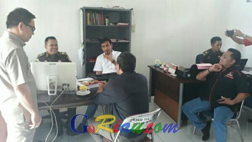 Berkas Dugaan Tindak Pidana Pemilu Dilimpahkan ke Kejari Pelalawan, Tersangka Sugeng Tak Ditahan