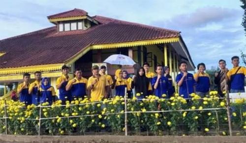 Sebelumnya Tandus, Karang Taruna Sulap Kawasan Replika Istana Kesultanan Indragiri Jadi Taman Bunga