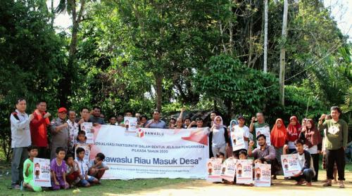 Sosialisasikan Pilkada 2020, Bawaslu Riau Masuk ke Desa Terpencil