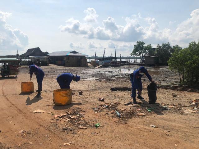 Peringati HUT Polair ke-70, Satpolair Polres Meranti Gelar Aksi Bersih-bersih Pantai Dorak