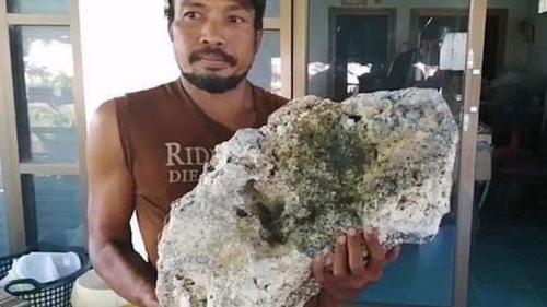 Pemulung Temukan Benda Aneh di Pantai, Ternyata Bernilai Rp9 Miliar