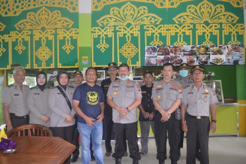 Bersama Masyarakat, Polsek Tenayan Raya Pekanbaru Goro di Areal Alam Mayang