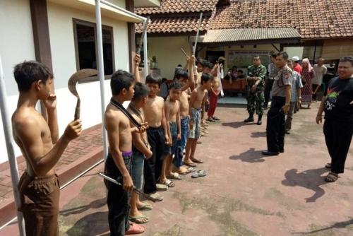 Konvoi Bawa Clurit dan Golok, 15 Murid SD Diamankan Warga dan Diserahkan ke Polisi