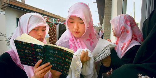 Takut Dipenjarakan, Muslim Uighur Belum Berani Puasa