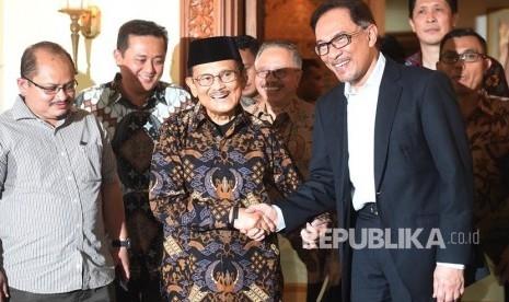 Ini Alasan Anwar Ibrahim Kunjungi BJ Habibie Setelah Bebas dari Penjara