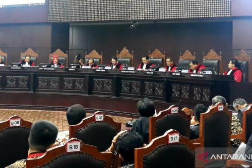MK Tolak Permohonan Honorer Diangkat Jadi PNS