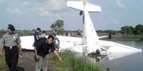 Mesin Mendadak Rusak, Pesawat Ini Menancap di Tambak Warga