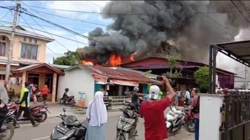 Kebakaran di Tanjung Harapan Tembilahan, Bupati Inhil Ungkapkan Keprihatinannya