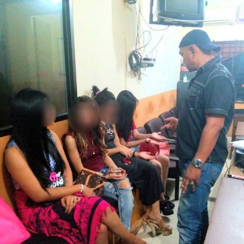 Duh Polisi Dapati  Wanita Bersama  Pria Di Room Karaoke Di Pekanbaru  Pengunjung Terjaring Razia