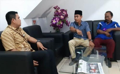 Dinilai Tak Ada Manfaat, Ketua Komisi IV DPRD Inhu Kembalikan Kartu BPJS Kesehatan