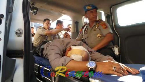 Mahasiswa dan Polisi Terluka dalam Unjuk Rasa di Gedung DPRD Riau, Kapolresta Pekanbaru Jadi Korban dan Dilarikan ke RS