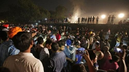 60 Orang Tewas Ditabrak Kereta Api Saat Saksikan Ravana Dibakar