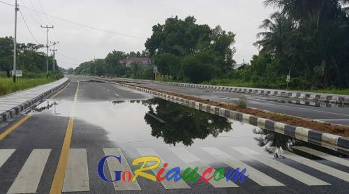 Baru Dibangun Jalan Pramuka Tergenang Air, Kadis PUPRPKP Kepulauan Meranti Panggil Kontraktor