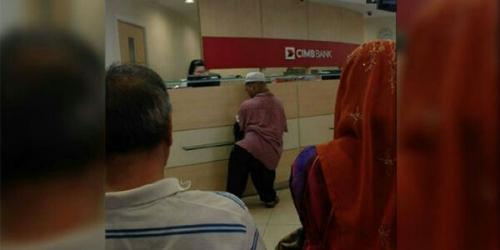 Teller Bank Haruskan Nasabah Tanpa Kaki dan Tangan Antre, Saat Ditegur Malah Berikan Jawaban Menjengkelkan