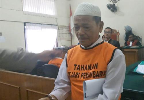 Bakar Lahan 20x20 Meter untuk Tanam Ubi, Pria Berusia 69 Tahun di Pekanbaru Dituntut 4 Tahun Penjara dan Denda Rp3 Miliar