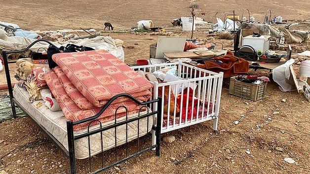 Rumahnya Dihancurkan Israel, Warga Palestina di Homsa Hidup Beratapkan Langit Saat Badai Salju Turun
