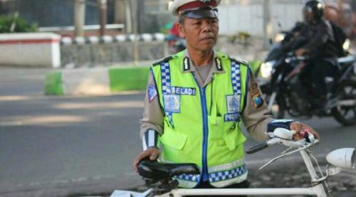 Terjerat Utang Rp150 Juta karena Ditipu Rekan Kerja, Polisi Ajaib Bripka Seladi Tetap Tak Tergoda Terima Suap