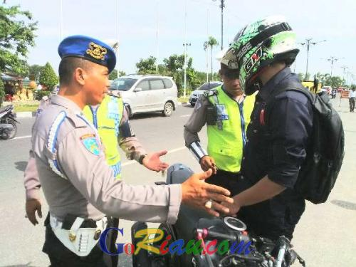 Gokil, Ngaku Anggota Sambil Marah-marah, Tahu-tahunya Satpam, Berikut Berbagai Ekspresi Pemotor yang Ditilang di Jalan Yos Sudarso Pekanbaru