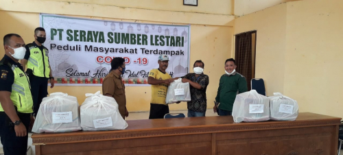 PT Seraya Sumber Lestari dan PT Ekawana Lestari Dharma Bagikan 400 Paket Sembako di 7 Desa
