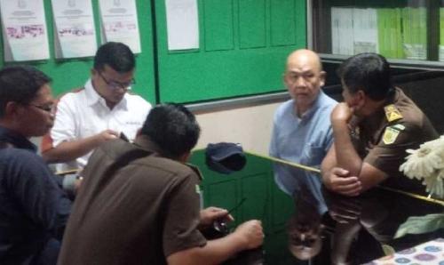 Setahun Buron, Terpidana Korupsi Pengadaan Genset PLTD Rohul Dieksekusi Jaksa Usai Turun dari Bandara SSK II