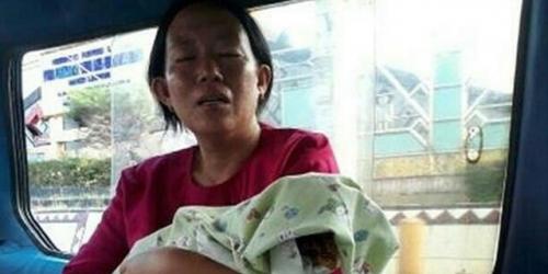 Memilukan, Ibu di Lampung Gendong Jenazah Bayinya Naik Angkot karena RS Tolak Antarkan Pakai Ambulans